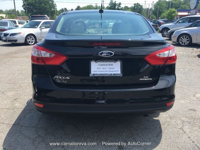 2014 Ford Focus SE Sedan Loaded Gas Saver Drives Like NEW