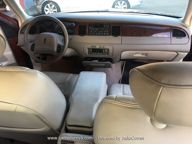 2000 Lincoln Town Car Executive Leather All Power Luxurious Rid